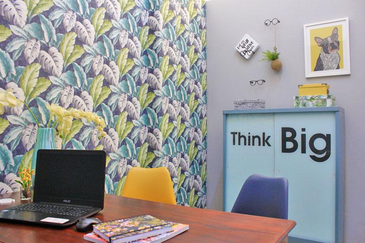 Spontaneous, Creative Corridor Hill Office